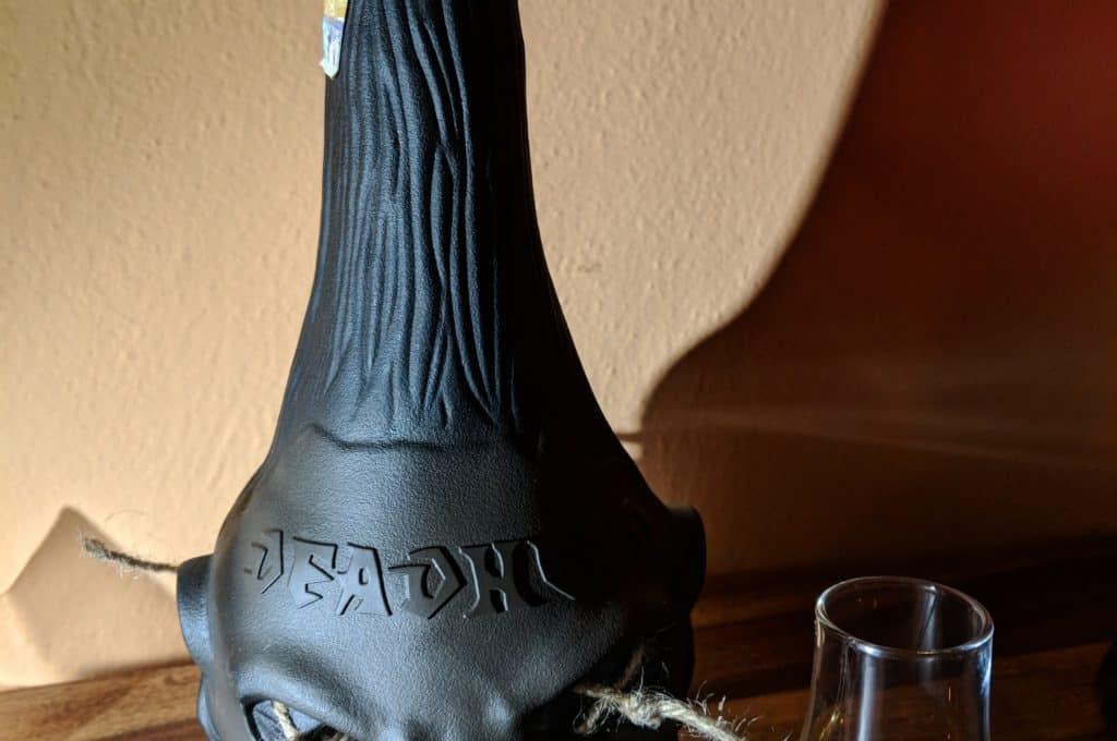 Láhev mexického rumu Deadhead