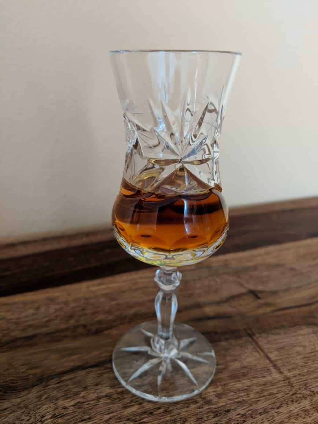 Křišťálová a broušené sklenice na rum