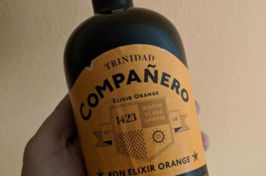 Ambrosie dorazila! Je tu láhev Ron Companero Elixir Orange