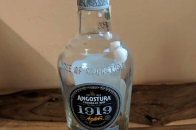 Dnes se pije 12 letá Angostura z Trinidadu!