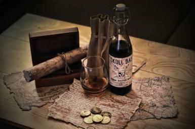Rezenze: Skull Bay Rum Spiced je levný, sladký a chutný, zkuste ho!