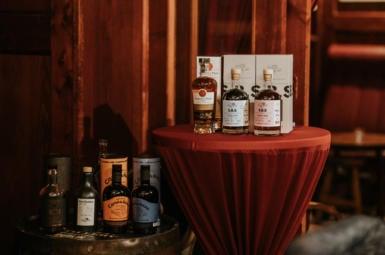 Rumová degustace rumů od 1423.dk s Joshuou Singhem