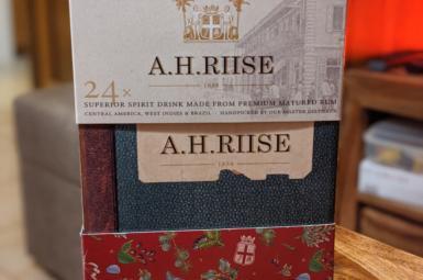 Sladký rumový adventní kalendář A. H. Riise
